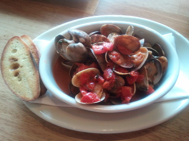 Saute di Vongole, aka, steamed clams with fresh tomatoes